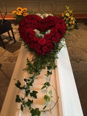 Öppet hjärta med röda rosor