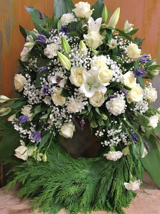Krans i vitt och lila